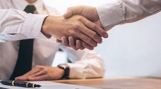 Partner show handshake